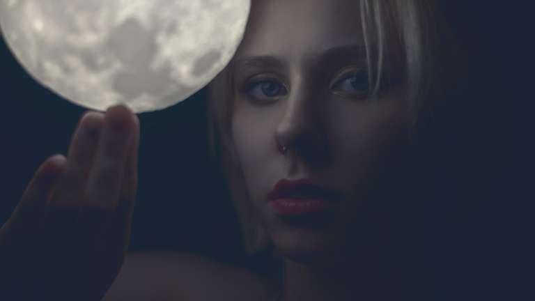 Das Flüstern einer schönen Frau hört man weiter als den lautesten Ruf der Pflicht. (Picasso) | Foto: (c)  eevl - stock.adobe.com