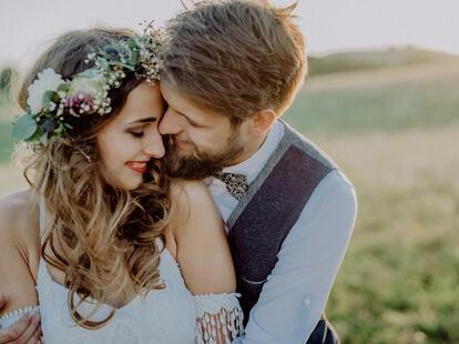 10. Der Wonnemonat Mai ist immer ein schöner Zeitpunkt zum Heiraten. | Foto: (c) Halfpoint - stock.adobe.com