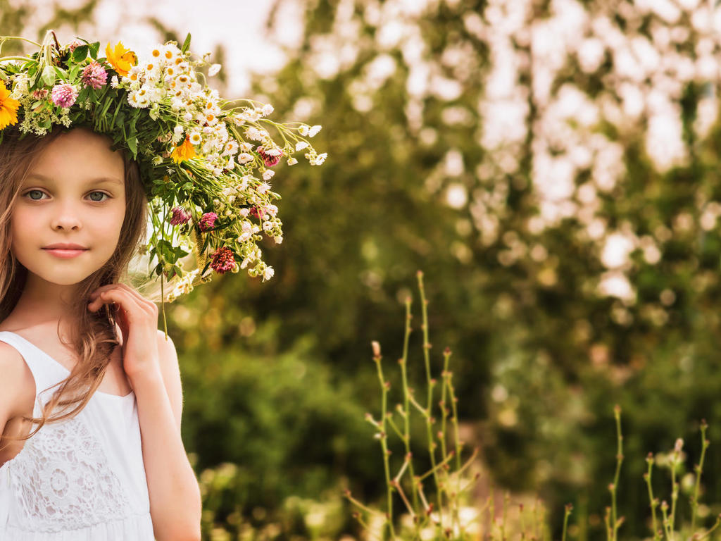 Was sagen die Sterne über das Kind? Das Kinderhoroskop von schicksal.com   Foto: © iStockphoto.com/RichVintage