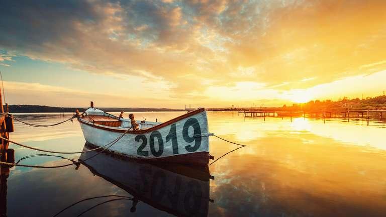 Free 2019 yearly horoscope | Photo background: © ValentinValkov  - stock.adobe.com