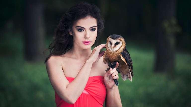 Heute kann beim Flirt eine eine herzliche Intimität entstehen   Foto: © iStockphoto.com/Klubovy