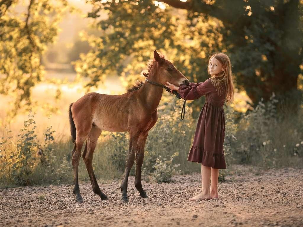 The moon provides for pleasant moods on World Children's Day   Photo: © iStockphoto.com/Elena Batkova